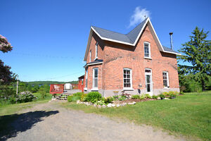 4-BEDROOM FAMILY FARM HOUSE WITH GREAT LAKE VIEWS