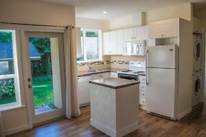 Beautiful Private Detached Suite on Long Lake