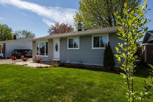 Fabulous Kanata 3 bed bungalow on large lot