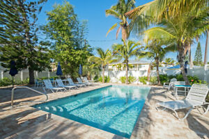 BEACHFRONT ESTATE 3UNITS, 3BED,2BED,2BED,POOL,STEPS TO THE BEACH