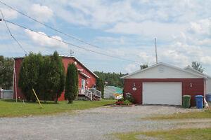 CHALET-MAISON AU 568, CH. DE LA PASSE À LAROUCHE Saguenay Saguenay-Lac-Saint-Jean image 1