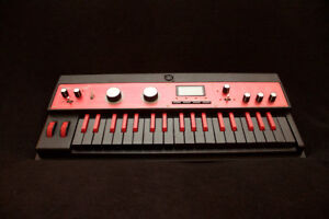 MICROKORG XL+ IN SPECIAL EDITION RED/BLACK WITH ACCESSORIES