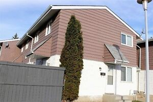 Immaculate 3 bedoom townhouse in Callingwood...LOW CONDO FEES!