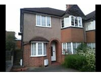 2 bedroom flat in Glenhurst Road, Woodside Park, N12