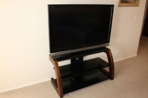 Sony Bravia TV KDL52XBR6 complete with stand