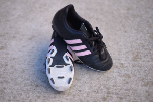 Girls Adidas  soccer shoes size 4