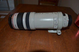 Cannon zoom lens EF 100-400mm 1:4.5-5.6 L IS