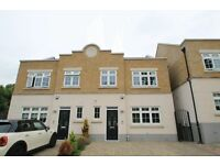 4 bedroom house in Anastasia Mews, Woodside Park, N12