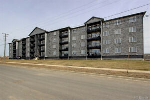 Beautiful 3 Bedroom Top Floor Corner Unit