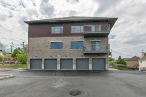 Quintuplex NEUF a vendre avec garage –Laval