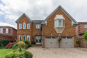 Stunning Contemporary Glen Abbey Home!