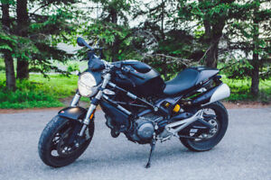 Ducati Monster 2013 **Black on Black**