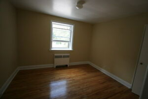 Old South Charm 2 Bed w/Hardwood Floors & Controlled Entry London Ontario image 7