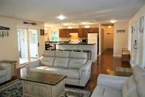 WATERFRONT HOME IN OSOYOOS STILL AVAILABLE FOR JULY LONG WEEKEND