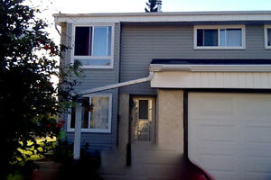 TOWNHOUSE 4BDR 1.5BATH St. Albert Avail Oct 1
