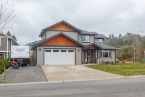 Large 3 Bed/2.5 Bath Duplex in Popular Thetis Heights, Langford