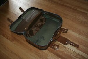 Take flight: good-looking retro suitcase in immaculate condition Kitchener / Waterloo Kitchener Area image 7