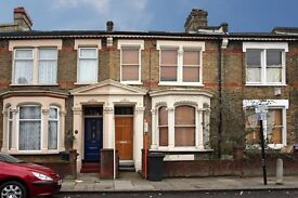 **Great 2 bedroom property, Great location, Clapham North, perfect for sharers**