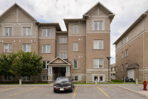 MOVE IN READY LOWER LEVEL END UNIT IN POPULAR CENTREPOINTE