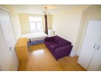 **IN FRONT OF THE STATION** Double room for rent in modern and spacious property DALSTON , Zone 2!