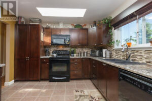 3 Bedroom Upper House with Mountain View in Langford For Rent