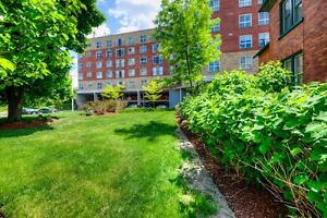SENIOR LIVING - HEART OF KITCHENER - OPEN HOUSE SAT OCT 15 2-4