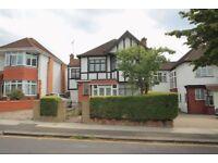 4 bedroom house in Edgeworth Crescent, Hendon, NW4