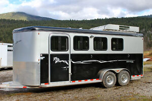 """USED Royal T Deluxe 4 Horse Aluminum Trailer! 7'6""""Tall!"""