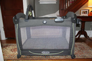 Graco Pack 'n Play Element Kitchener / Waterloo Kitchener Area image 1