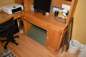 REDUCED - Solid Oak Desk Kitchener / Waterloo Kitchener Area image 4
