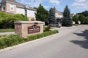 Modern 2-Bedroom Townhome Walking Distance to Downtown