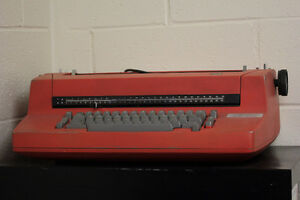 VINTAGE IBM Selectric II Self correcting typewriter