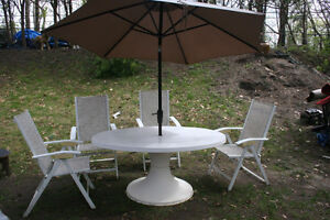 Oval Table with 4 Arm-Chairs Patio Set with Umbrella