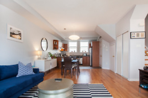 Spacious 2BR townhouse with patio & parking near Bellwoods