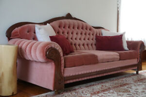 Antique-style tufted velvet couch