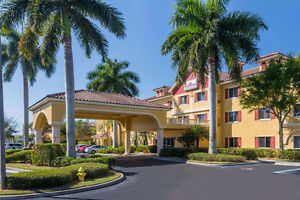 Hawthorn Suites by Wyndham Naples- Naples Fl