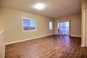 Beautiful 2 Bdrm Condo with New Flooring & Paint Edmonton Edmonton Area image 4