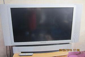 """Panasonic DLP 43"""" London Ontario image 1"""