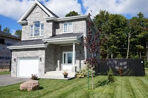 2014 Stone Facade Cottage on Wooded Lot West Island Greater Montréal image 1