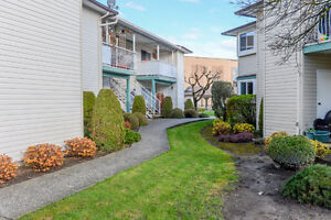 Better than a condo - 1 level ground floor townhome in Sardis!