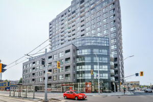 Gorgeous 2 bedroom unit at 1 Victoria and King with parking!