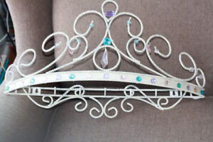 Wall crown bed canopy