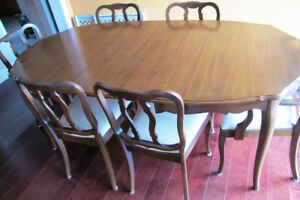 Dining Room Table, Chairs and Hutch Set