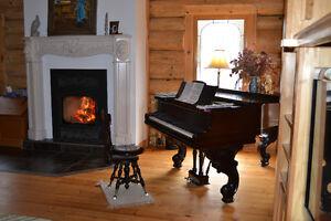 Piano à queue antique, entièrement refait à neuf.