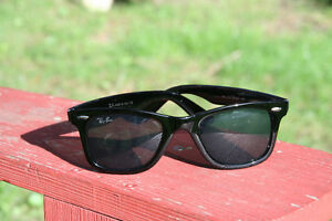 THE SUMMER IS HERE: NEW IN BOX BLACK WAYFARER SUNGLASSES