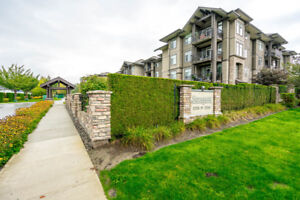Beautiful Large Top Floor Unit with private balcony at STONEGATE