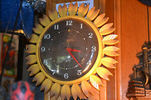 Vintage 1970's Electric SUNFLOWER Wall Clock KEEPS PERFECT TIME