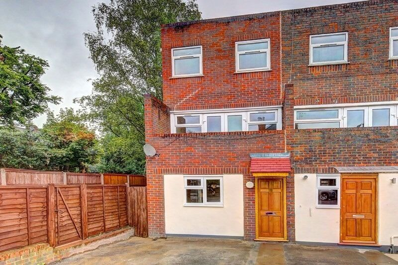 Newly Refurbished Four Bedroom Town House To Rent In Wimbledon London SW19