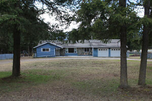 South Canoe Rancher with Acreage!