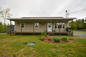 Beautiful bungalow on country lot - Cross Road 3